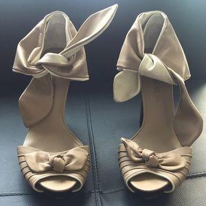 Unworn Designer L.A.M.B. Gwen Stehani Bow Heels 9